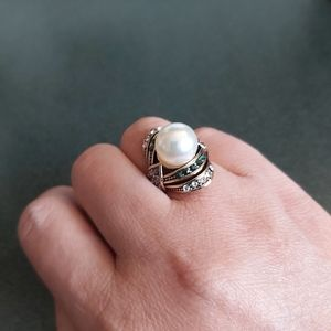 White Pearl & Crystal Ring